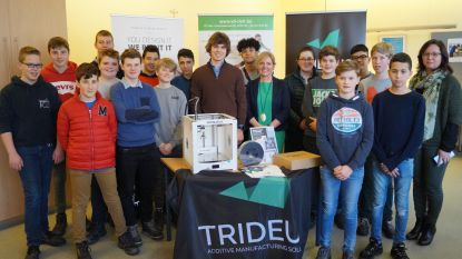 Leerkracht VTI wint 3D-printer na deelname aan scholenwedstrijd op autosalon