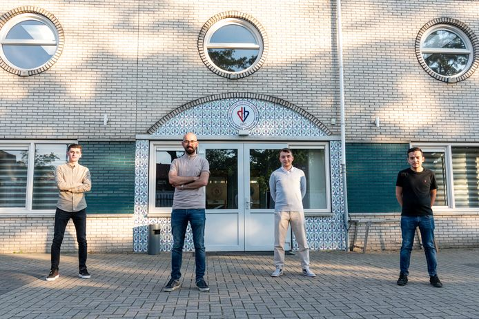 Het jongerenbestuur van de Mevlana-moskee in Amersfoort: Kadir Senulusoy, Ahmet Aslan, Osman Celil Ziylan en Mehmet Yangoz.