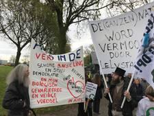 Honderden mensen protesteren tegen Lelystad Airport