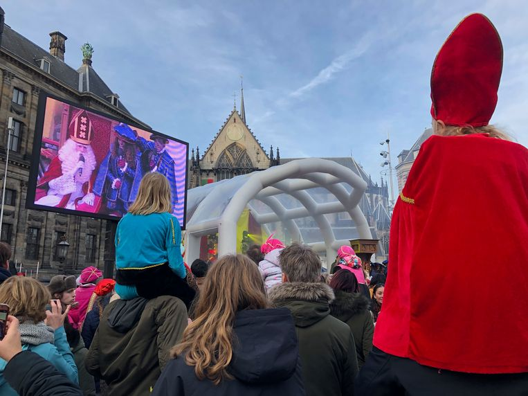 Urenlang achter de Sint aan, nu verkleumd naar huis - Parool.nl