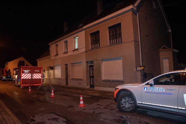 Op Hekkergem in Schellebelle werd een grote cannabisplantage ontdekt in twee woningen.