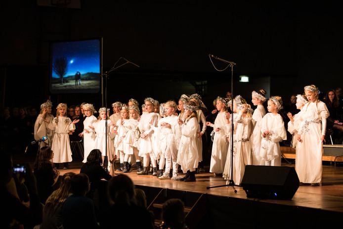 Naast Crescendo trad ook een kinderkoor op tijdens 'Follow the Stars' in sporthal de Carrousel.