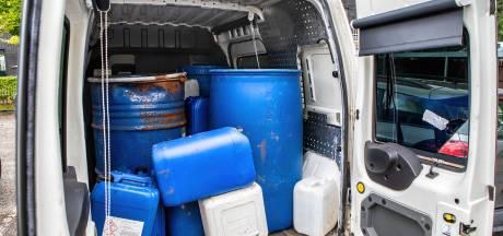 Bus vol 'drugsvaten' staat wekenlang onopgemerkt in woonwijk
