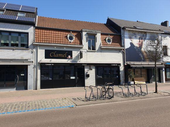In Brasserie Clamel in Oud-Turnhout was vrijdagavond een feestje aan de gang dat door de politie stilgelegd werd