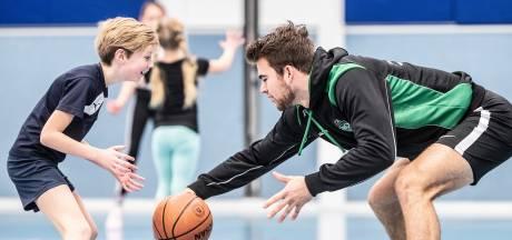 'Het helpt als je wint'; topsporters geven gastlessen op 26 Achterhoekse scholen