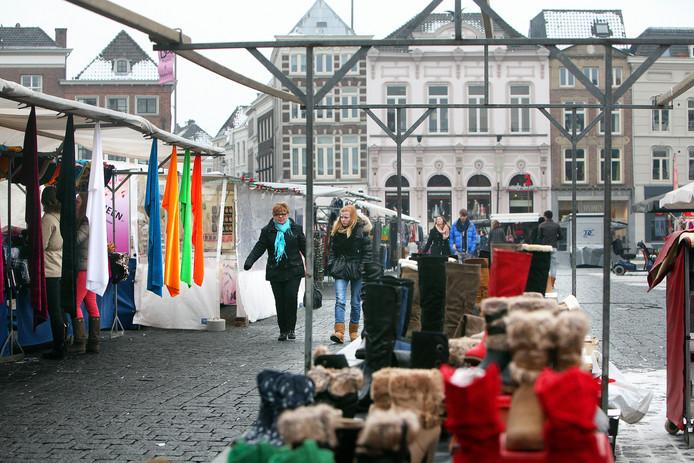 De warenmarkt op woensdag in Den Bosch. Vanaf woensdag 12 juli is er een nieuwe indeling.