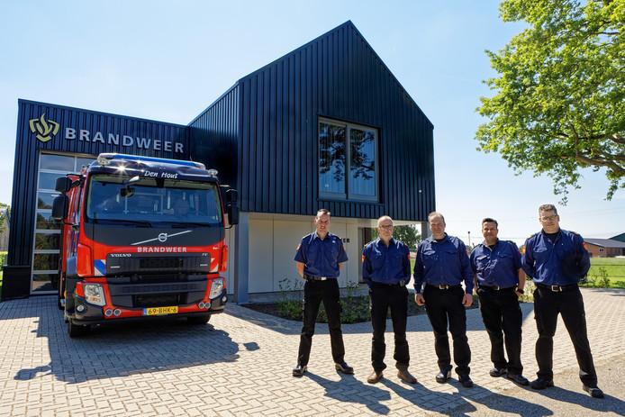 Den Hout heeft een nieuwe brandweerkazerne aan het Houtse Pad. De brandweerlieden zijn er maar wat trots op.