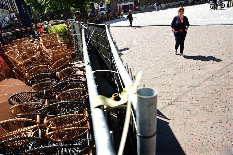 De terrassen, hier in Utrecht, blijven nog tot 1 juni gesloten. Beeld Marcel van den Bergh / de Volkskrant