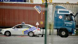 """Zestien mensen levend uit container van ferry gehaald: """"Ze kwamen uit België"""""""