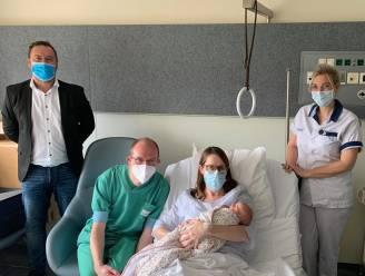 Uitgerekend gynaecoloog wordt papa van 1.000ste baby in AZ Sint-Jan