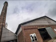 Buren van verlaten steenfabriek vrezen vuurwerk