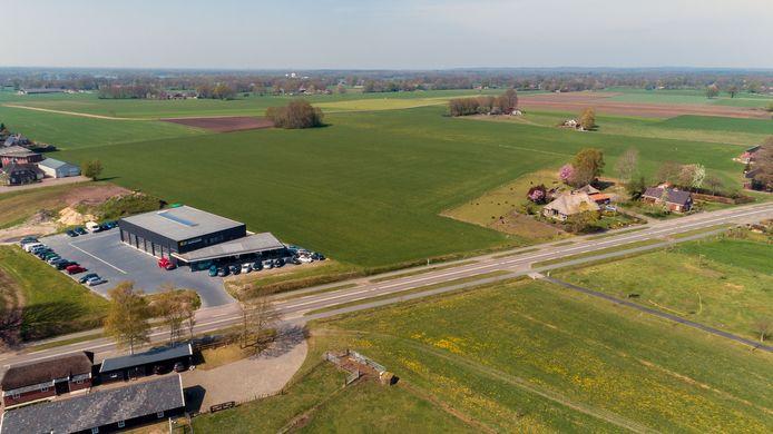 Buren van autobedrijf van Sjouke Dijkstra 21 willen planschade, omdat hun huis minder waard zou zijn. Editie
