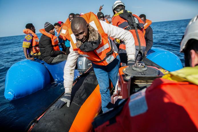Deze vluchtelingen werden gered voor de Libische kust.