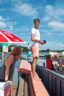 Ahoy, de ijsjesboot legt aan!