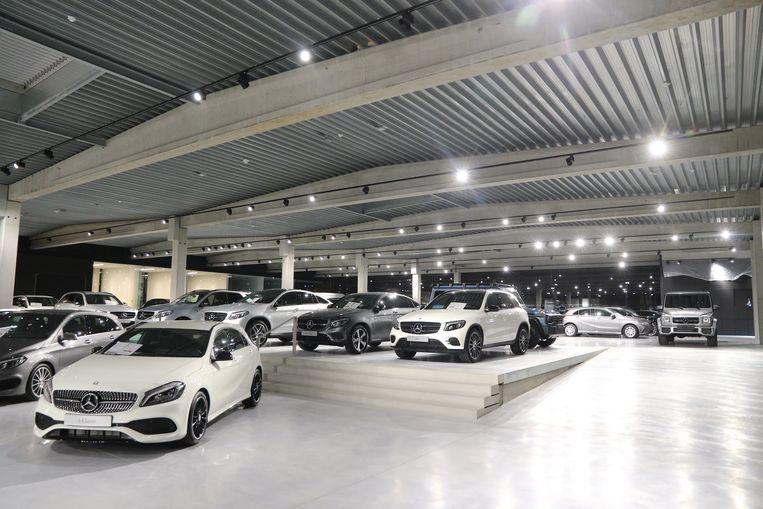 Langs de Noorderring liet Groep Verenooghe een nieuwe showroom optrekken. Het complex is maar liefst 2.253 vierkante meter groot.
