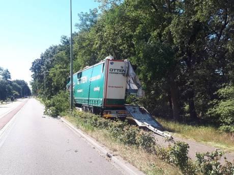 Vrachtwagenchauffeur met engeltje op schouder veroorzaakt enorme ravage bij Ermelo