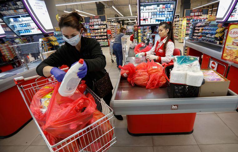 In supermarkten mogen maar 50 mensen per keer binnen.