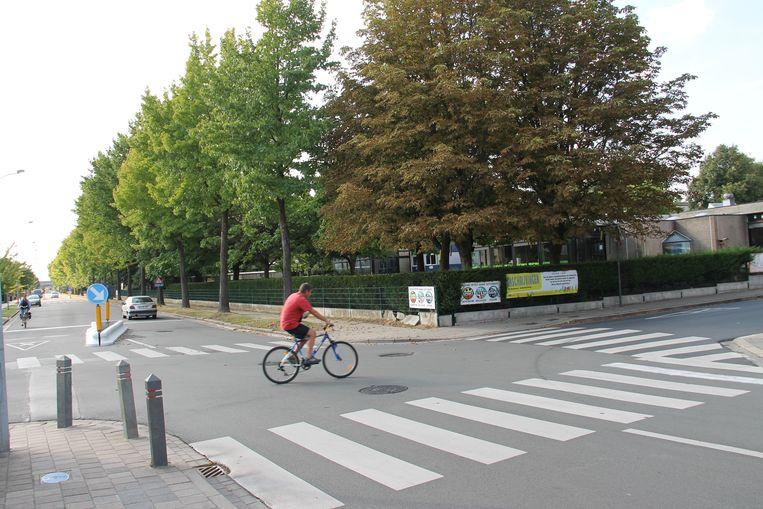 Een middengeleider bracht al soelaas aan het kruispunt van de Heilig Hartstraat en Bellevuestraat.