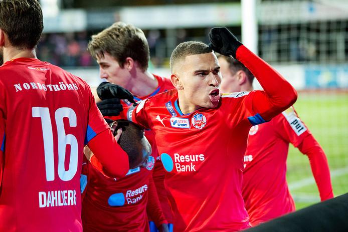 Jordan Larsson viert een doelpunt voor Helsingborgs IF.