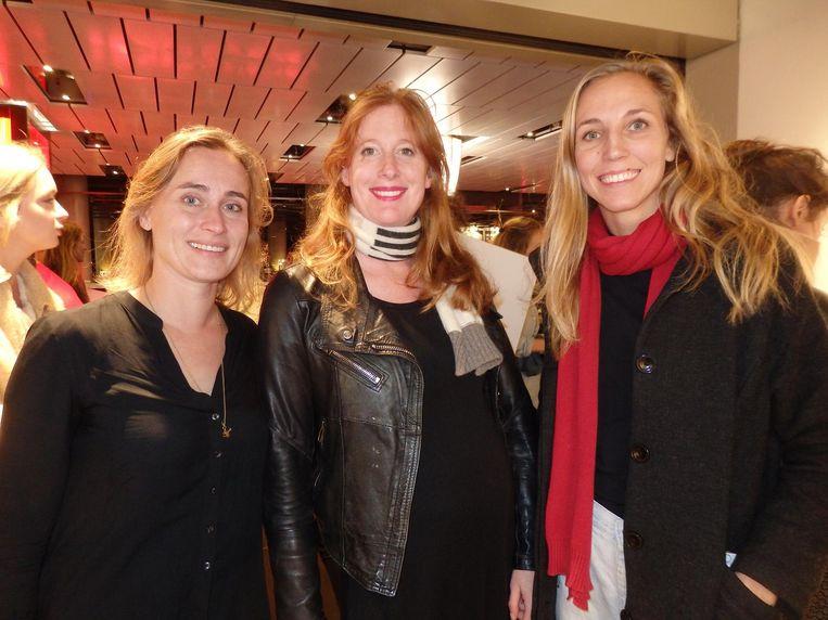 Anna Schoemakers (Greenpeace) en Annouk Post en Marieke Vink van True Fashion Collective. Ook zij doen lekker niks cadeau aan dierbaren. Beeld Schuim