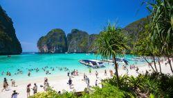 Een van de meest populaire stranden van Thailand blijft langer gesloten voor toeristen