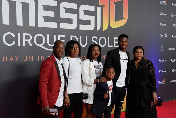 Ansu Fati met zijn familie.