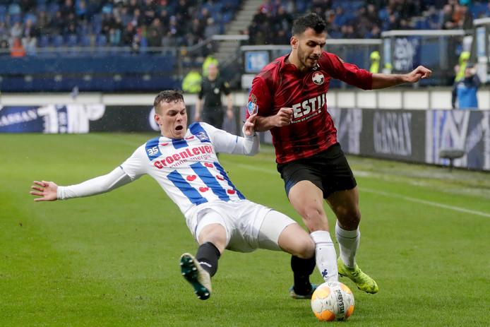 Jizz Hornkamp (l) in actie voor sc Heerenveen.