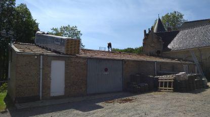 Bijgebouw gemeentehuis Heuvelland krijgt nieuw dak voor zonnepanelen