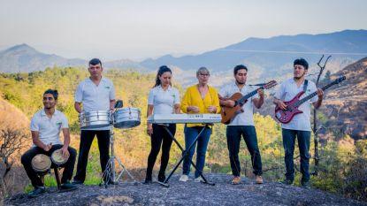 Mia houdt El Salvadoriaanse jeugd al 30 jaar uit de criminaliteit door ze muziek te laten spelen, nu keert ze terug naar België voor benefietconcerten