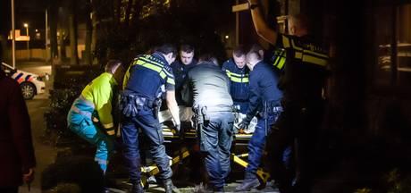 Verwarde man aangehouden in tuin Tilburg, onder begeleiding naar ziekenhuis gebracht
