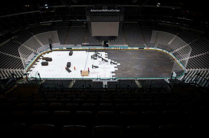 Het American Airlines Center in Dallas, thuis van het Dallas Stars ijshockey team, wordt ontruimd nadat corona de competitie in maart stillag. In augustus wordt de competitie hervat.