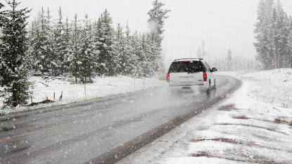 5 tips bij rijden op gladde wegen of in de sneeuw