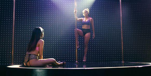 Carbi B en Jennifer Lopez in 'Hustlers'.