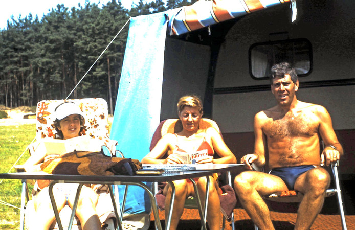 Jolanda, Nellie en Wim van den Broek op vakantie in Spalt, Duitsland.