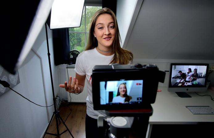 Lise van Wijk: ,,Ik spreek voor de camera over herkenbare dingen. Zoals over wat jongens allemaal niet begrijpen aan meisjes.''