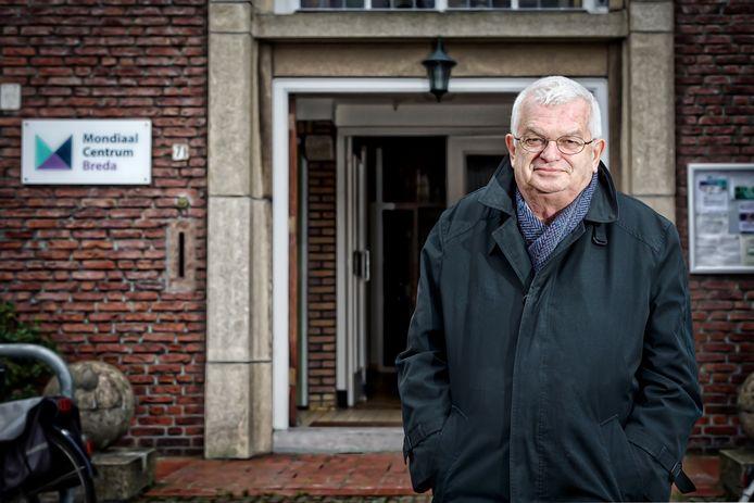 Ex-pastoor Jan Hopman bij het Mondiaal Centrum Breda aan de Roland Holststraat in Boeimeer in Breda. Dinsdagavond is er een debat over opvang van ongedocumenteerden.