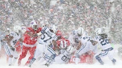 American Football-sterren (én 70.000 fans) trotseren sneeuwstorm in Buffalo
