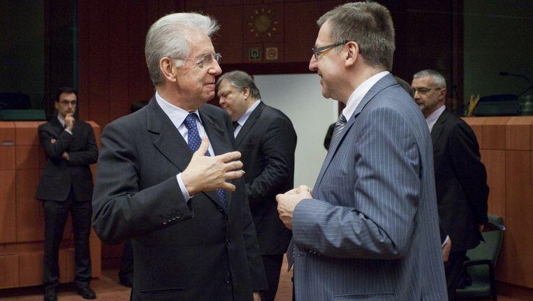 Belgisch Financiënminister Steven Van Ackere en zijn Italiaanse ambtsgenoot Mario Monti.