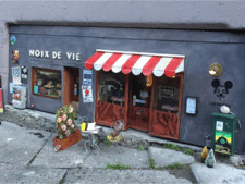 Straatkunstenaars nodigen muizen uit in piepklein restaurant