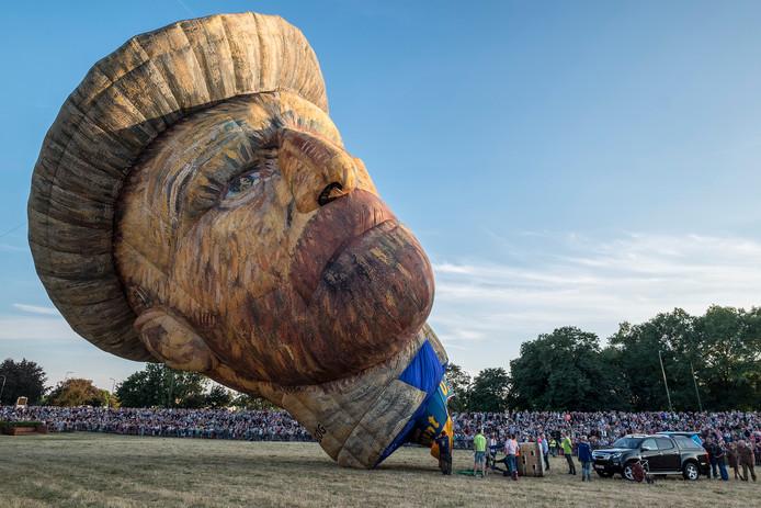 Het Ballonfestival Grave in 2018. Toen werd er wel gevaren, met luchtballonnen in de vorm van onder andere een piraat en Vincent van Gogh.