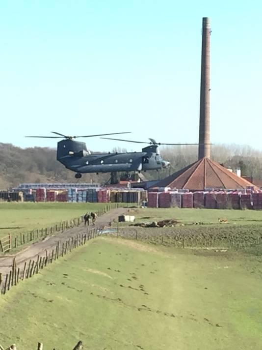 Luchtmacht oefent boven de Oost-Betuwe in Heteren.
