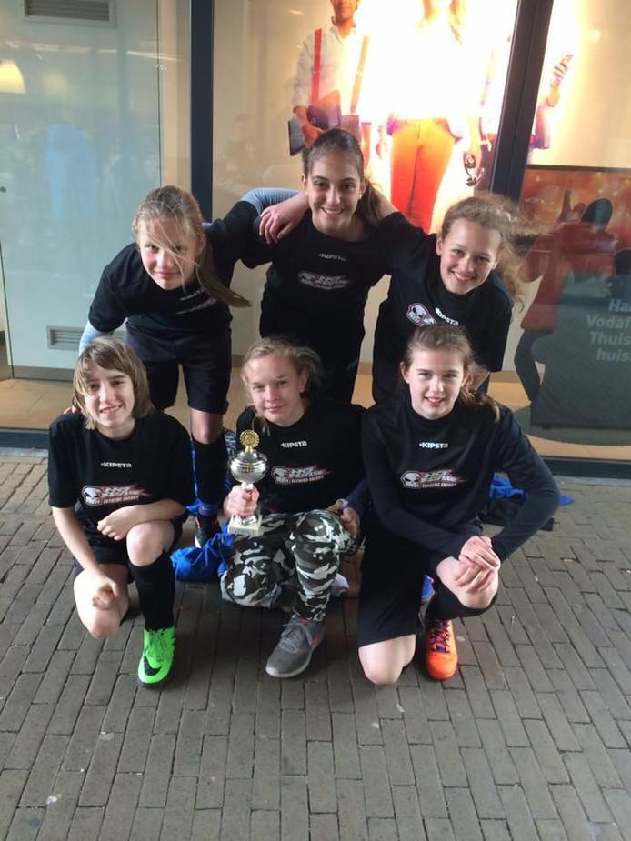 Het meidenteam No Fear van voetbalvereniging Empina heeft de finale van het KNVB Straatvoetbal behaald.
