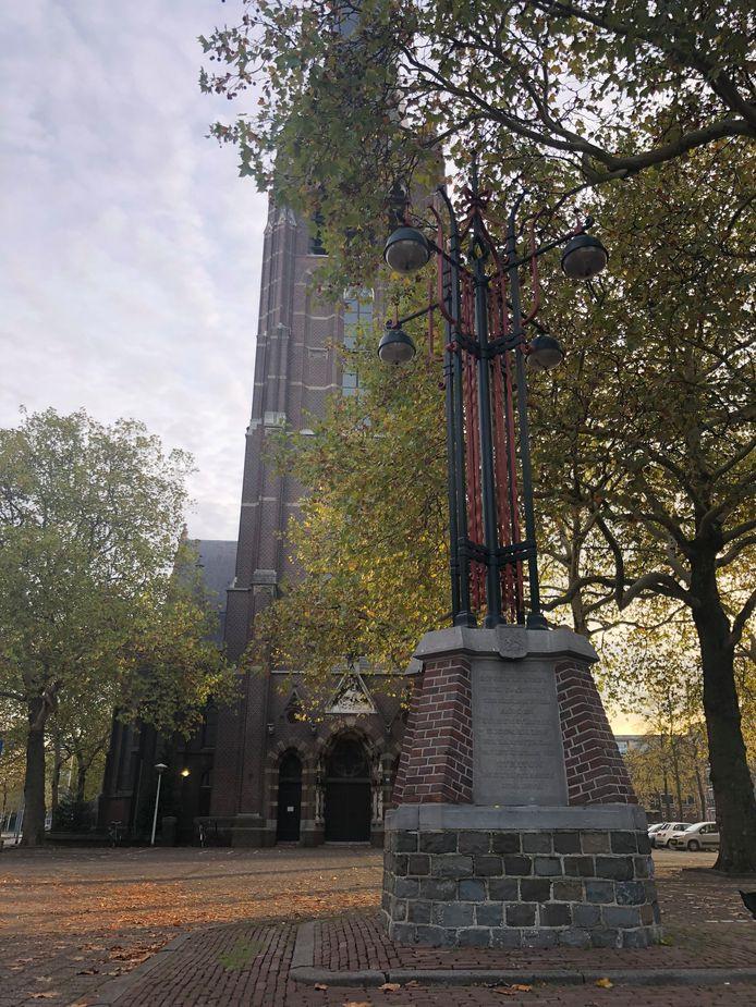 Het monument bij de Sint-Joriskerk aan de Jorislaan in Eindhoven dat verwijst naar de laatste dag van de zelfstandige gemeente Stratum, 31 december 1919.