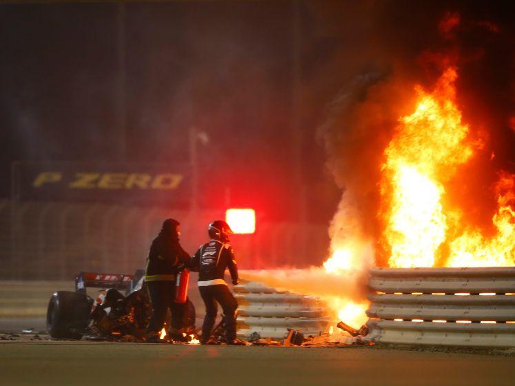 Ongelooflijk! Grosjean overleeft vuurzee na bizarre crash