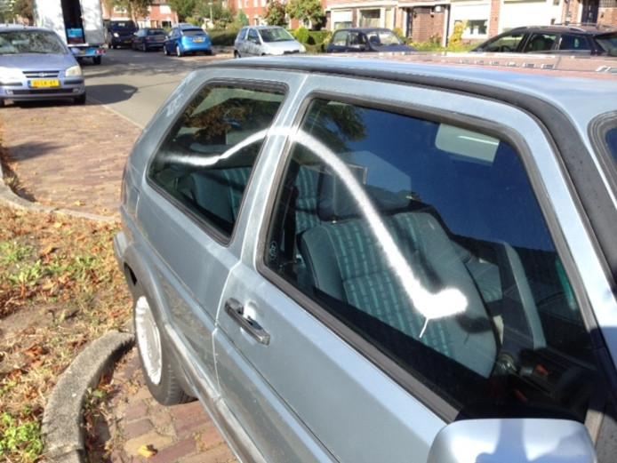 Onder andere de auto van Marc Keizer werd in de nacht van maandag op dinsdag beklad met verf