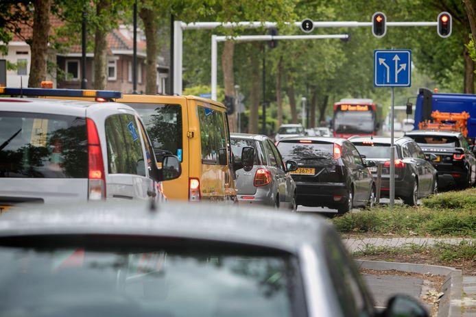 Dagelijkse files op de Aalsterweg, volgens taxichauffeurs één van de grote knelpunten in de stad.