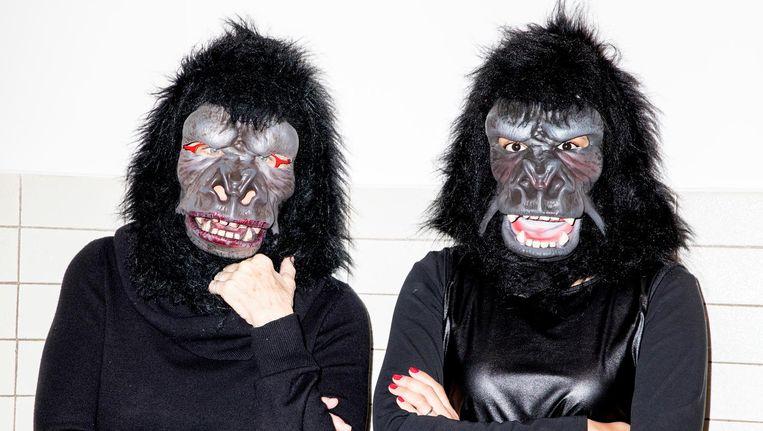 Twee van de Guerrilla Girls, in Amsterdam. Beeld Marie Wanders