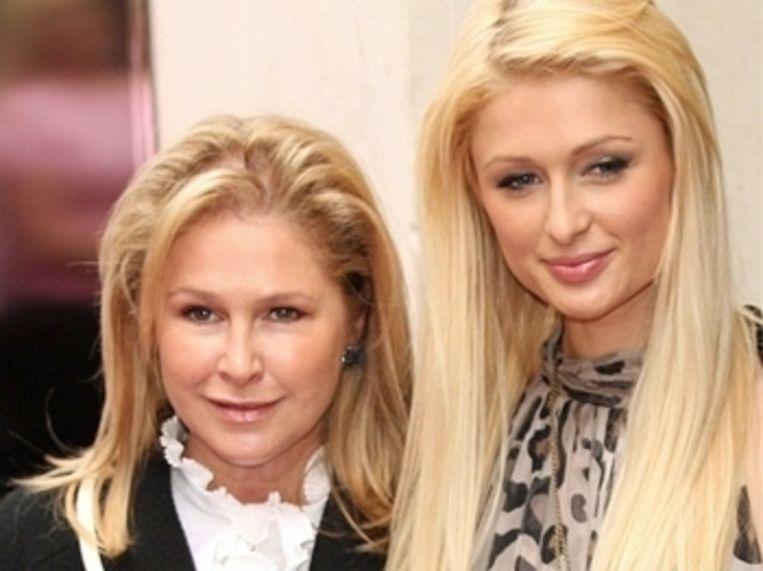 Kathy en haar dochter Paris Hilton.