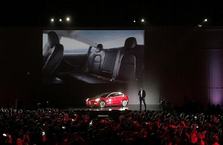Elon Musk presenteert de nieuwe stap in duurzaam elektrisch rijden. Beeld reuters