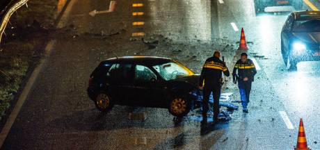 Auto belandt in vangrail op A58 bij Tilburg